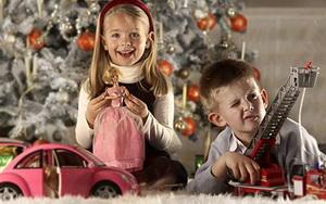 Какие лучше игрушки дарить детям
